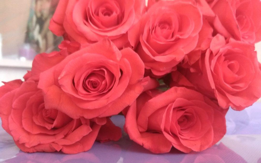 Я не умею говорить красивых слов, и потому принёс букет цветов!